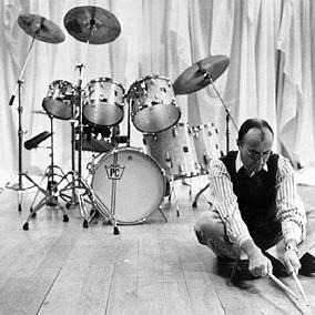 Phil Collins, Desbaratando El Campamento (Pop Version), Piano, Vocal & Guitar (Right-Hand Melody)